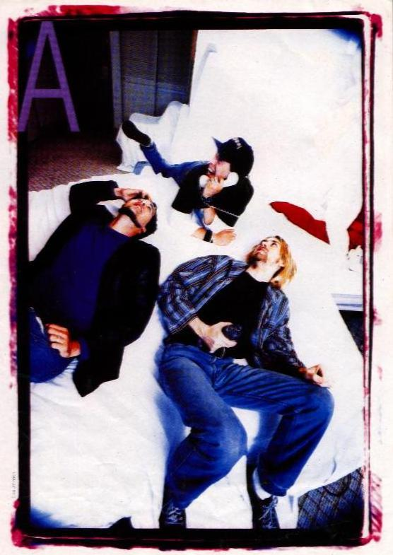 Nirvana acting like girls. God, look at Dave !!!!